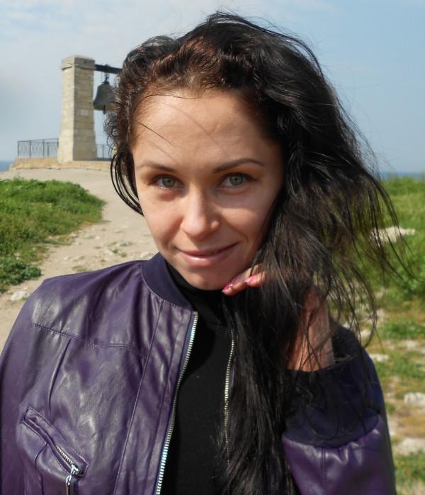 Темные волосы на солнце фото