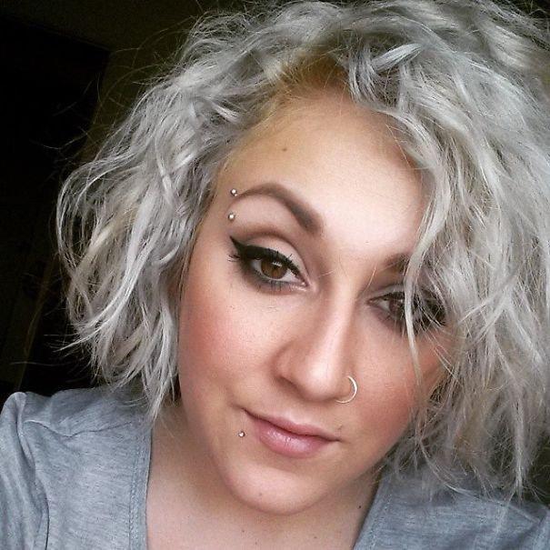 Карие глаза серые волосы